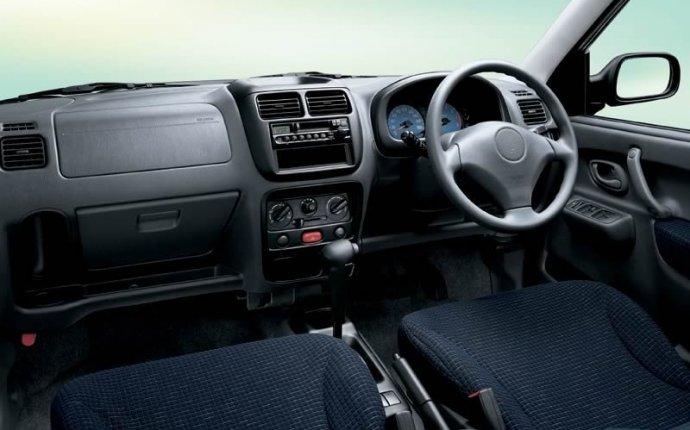 Карточка модели Mazda Demio II (DY) Хэтчбек 5 дв. на Авто.ру